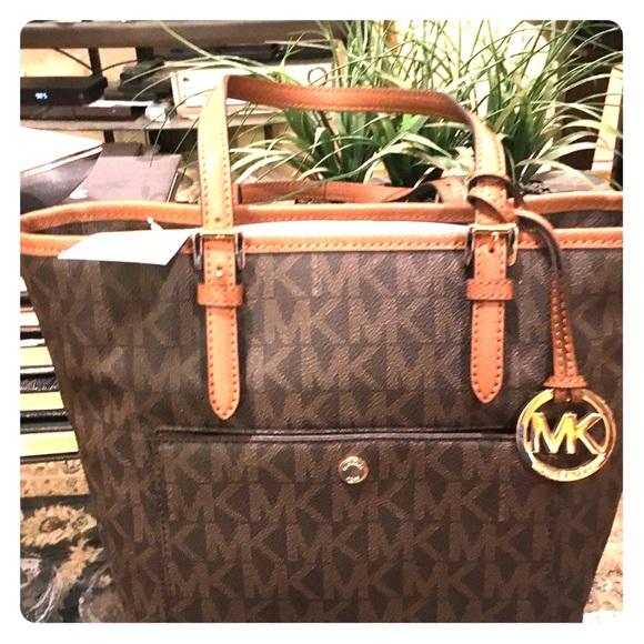 6131c57b0ad9 Michael Kors Bags | Jet Set Medium Snap Pocket Tote Bag | Poshmark